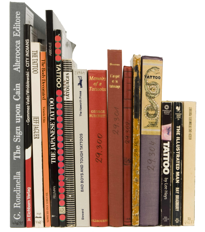 Zeigt her Eure Haut! Alte und neue Bücher zum Thema Tätowierung